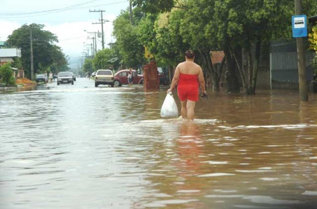 Forte chuva alaga bairros em Sapucaia do Sul e Vale do Sinos e paralisa trensurb Miro de Souza/