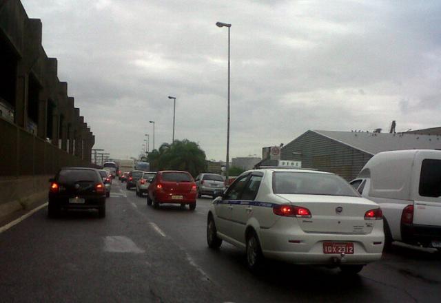 AO VIVO: Capital tem acesso lento pela Avenida Castelo Branco  Michele Iracet/Agencia RBS
