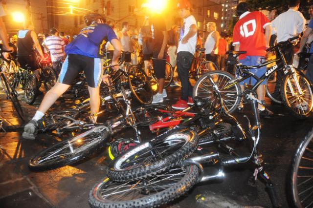 Grupo de ciclistas é atropelado na Cidade Baixa, em Porto Alegre Ricardo Duarte/