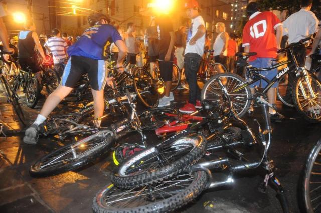 """""""Começaram a bater no carro"""", diz filho de motorista que atropelou ciclistas em Porto Alegre Ricardo Duarte/Agencia RBS"""