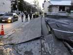 Calçada foi destruída na cidade de Urayasu após o terremoto que atingiu o Japão na sexta-feira, 11 de março