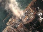 Imagem de satélite da DigitalGlobe mostra fumaça no reator nuclear da usina nuclear de Fukushima