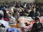 Flagelados recuperam-se em abrigo na cidade de Yamada, ao norte do Japão