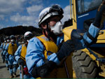 Socorristas procuravam por vítimas nos escombros na cidade de Rikuzentakata