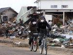 Moradores de Sendai na província de Miyagi circulam pela cidade com máscaras ainda temendo problemas com os riscos da radioatividade