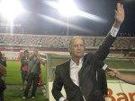 Falcão saudou os torcedores dentro do estádio Beira-Rio após o término da entrevista coletiva