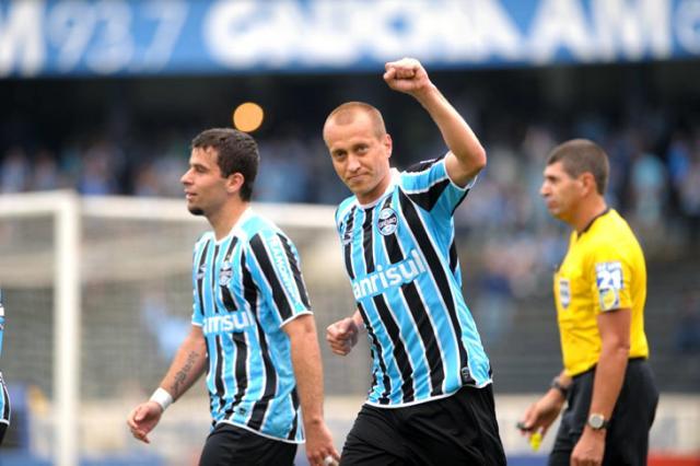 Marquinhos se firma como destaque do Gre-Nal e vira o goleador de Celso Roth Fernando Gomes/