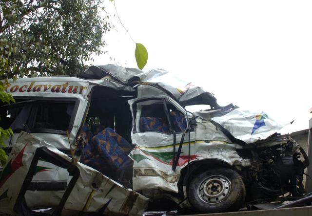 Acidente entre van e carreta mata quatro pessoas na BR-470 em Gaspar, no Vale do Itajaí Gilmar de Souza/Agencia RBS