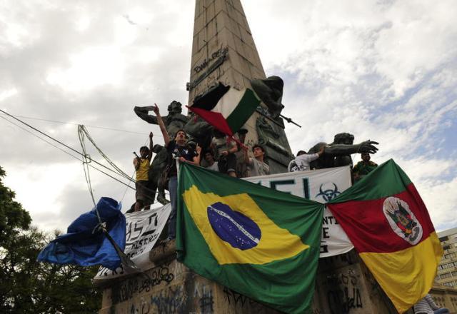 Manifestantes montam acampamento na Praça da Matriz, na Capital Lauro Alves/Agencia RBS
