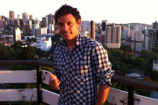 Técnico do Rubin Kazan nega liberação de Carlos Eduardo ao Grêmio Arquivo Pessoal/Divulgação