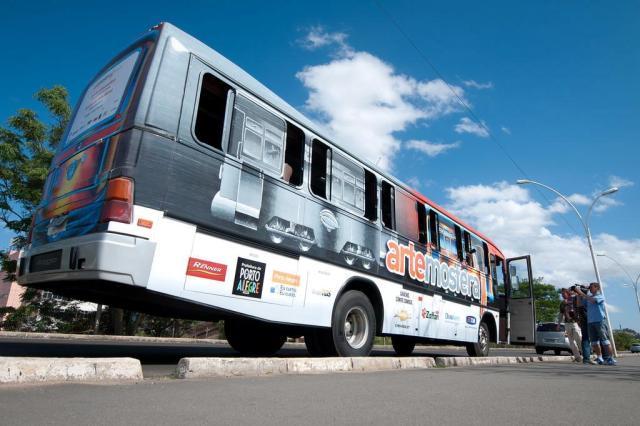Bonde Artemosfera tem dois ônibus para roteiro na tarde deste domingo Tárlis Schneider/Agencia RBS