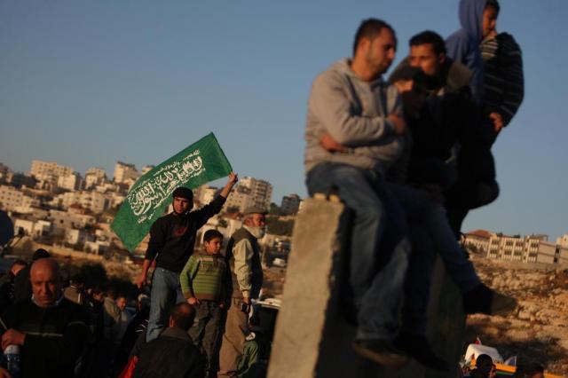 Israel liberta 550 presos palestinos em troca de soldado Shalit Abbas Momani/AFP