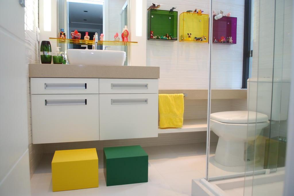 Projeto adapta banheiro de apartamento para casal de irmãos  ZH -> Altura De Pia Para Banheiro Infantil