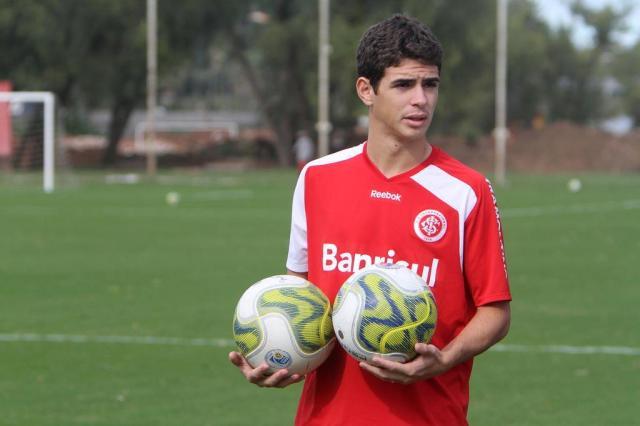 Versátil, Oscar afirma que trabalha para melhorar a marcação no meio do Inter Lucas Uebel/Vipcomm