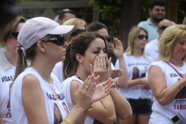 Amigos das vítimas do acidente na Estrada do Mar fazem protesto Ricardo Duarte/Zero Hora