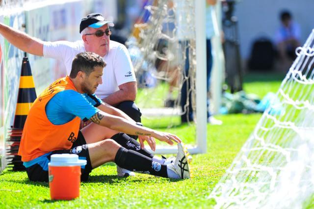 Com torção no joelho, Sorondo está fora do Grêmio Tadeu Vilani/