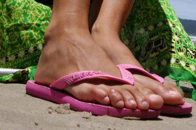 Dicas para exibir os pés sem medo no verão  Rafaela Martins/Ver Descrição
