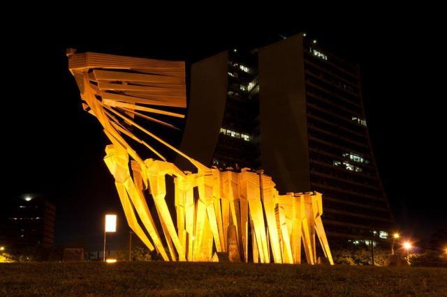 Carlos Tenius resgata iluminação do Monumento aos Açorianos  Tárlis Schneider/Agencia RBS