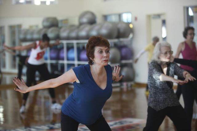 Zumba: combinação de dança latina e exercício cardiovascular Hiroko Masuike/NYTNS