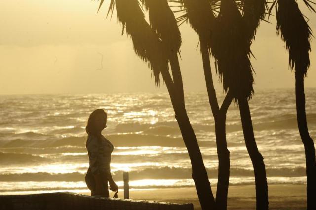 Quinta-feira começa com sol e atrai veranistas à orla de Capão da Canoa Lauro Alves/Agencia RBS