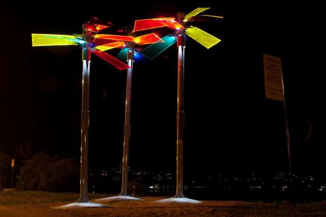 À sombra das árvores artificiais: esculturas iluminam a Orla do Guaíba Tárlis Schneider/Agencia RBS