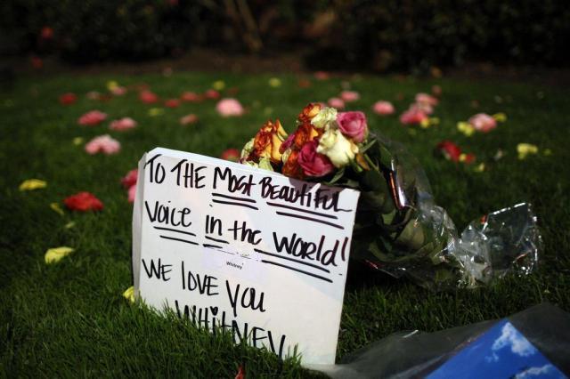 Investigação pedirá histórico médico de Whitney Houston David McNew/AFP