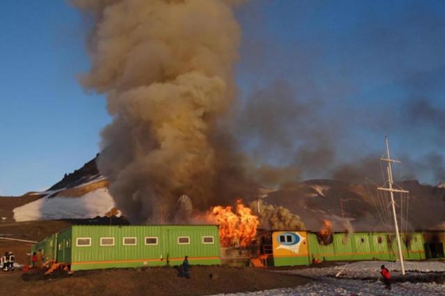 """""""Era um dia especial"""", diz gaúcho que descobriu incêndio na estação brasileira na Antártica Armada de Chile/Divulgação"""