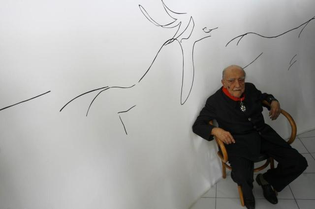Niemeyer segue internado com pneumonia no Rio de Janeiro Ricardo Moraes/AP
