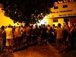 Dezenas de pessoas se reuniram na Delegacia de Polícia de Pronto Atendimento de Tramandaí