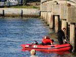 O corpo de um dos desaparecidos do acidente ocorrido no sábado na ponte do Rio Tramandaí foi encontrado no início da manhã deste domingo na Lagoa do Armazém