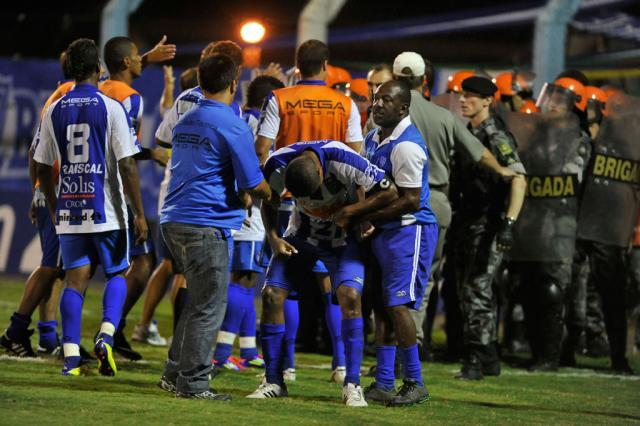 Dois policiais são indiciados por excessos durante partidas do Gauchão Andrea Graiz/clicRBS