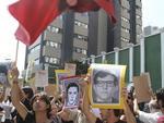 Manifestantes na capital paulista carregavam cartazes que traziam estampados os rostos de presos políticos mortos durante a ditadura