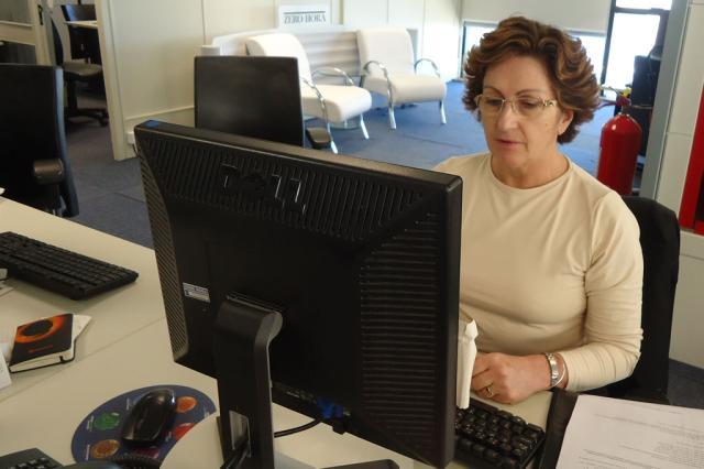 Ordenar documentos antes de preencher declaração é fundamental para evitar erros, aconselha contadora Letícia Pakulski/