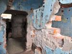 Abandono provoca desmoronamento em paredes