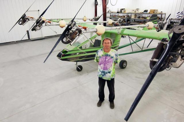 Homem que construiu avião para fugir da Cortina de Ferro mora em hangar deserto John Burcham/NYTNS