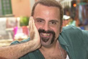 Ator Guilherme Karam sofre com doença degenerativa Ver Descrição/Ver Descrição