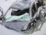 Para-brisas e vidros laterais do veículo quebraram