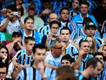 Torcida aguarda o início da partida do Grêmio contra o Canoas