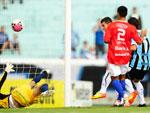 Aos 8 minutos de jogo, André Lima marcou o primeiro gol para o Grêmio