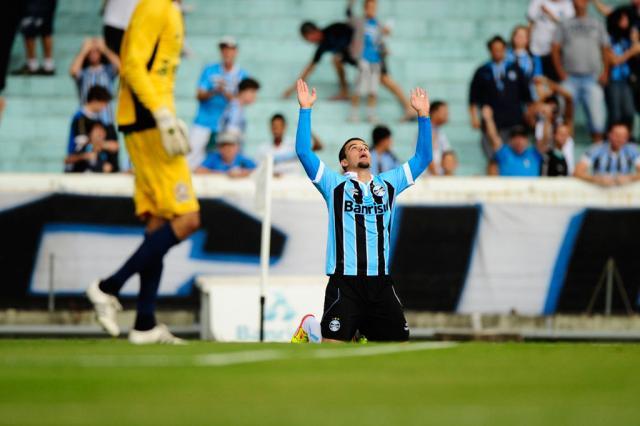 Grêmio resolve no início, supera o Canoas e garante vaga na final da Farroupilha Mauro Vieira/