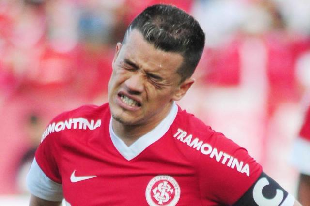 A dor de D'Alessandro: As expressões do jogador no momento da lesão muscular Marcelo Campos/Agência MC10/Divulgação