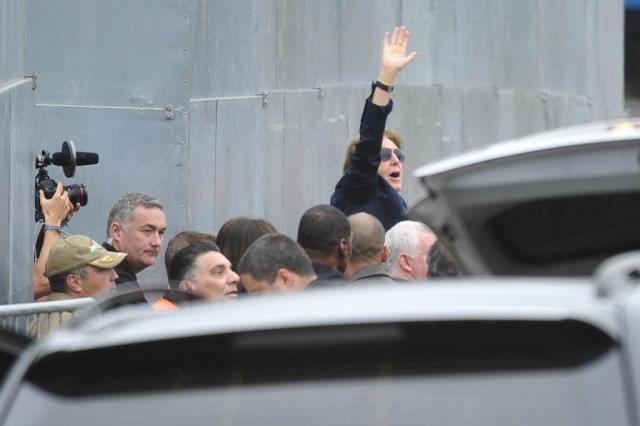 Emoção foi tanta que fã não conseguiu registrar chegada de Paul à Ressacada Alvarélio Kurossu/Agencia RBS