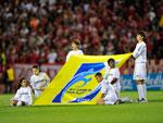 Crianças entraram em campo antes da partida entre Inter x Fluminense, pela Copa Libertadores da América
