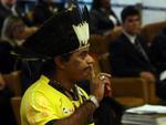 Índio Araju Sepeti, da etnia Guarani, faz manifestação no plenário do Supremo Tribunal Federal (STF) durante votação sobre o uso de cotas raciais e sociais nos vestibulares das universidades federais, em Brasília, nesta quinta-feira