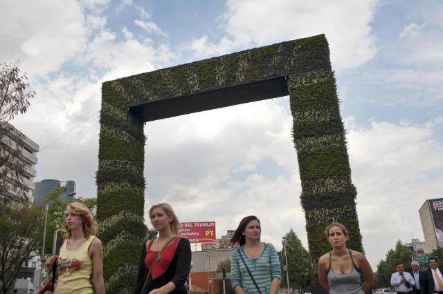 Um projeto de jardins verticais desenvolvido no México propõe paisagismo funcional Rodrigo Cruz/NYTNS