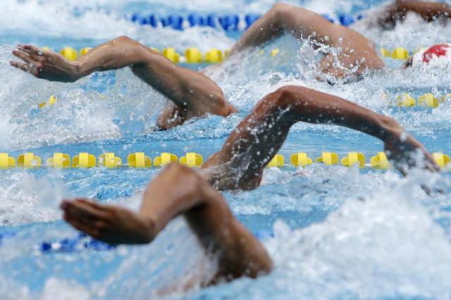 Clube reúne 400 nadadores de Porto Alegre em desafio de natação Ver Descrição/Ver Descrição