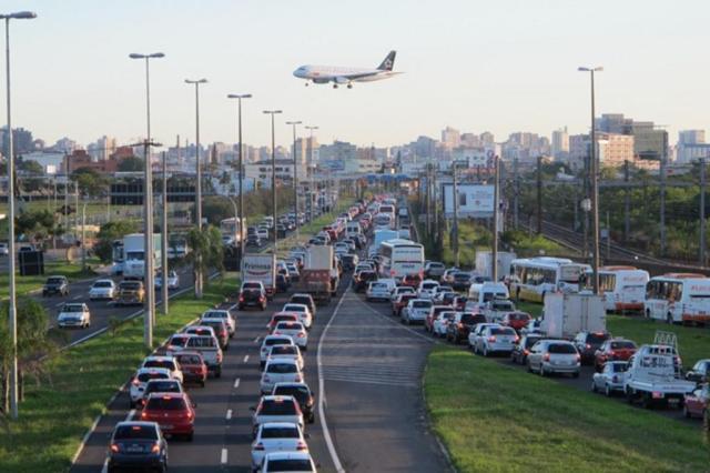 AO VIVO: motoristas enfrentam lentidão nas principais vias da Região Metropolitana Felipe Daroit/Agencia RBS