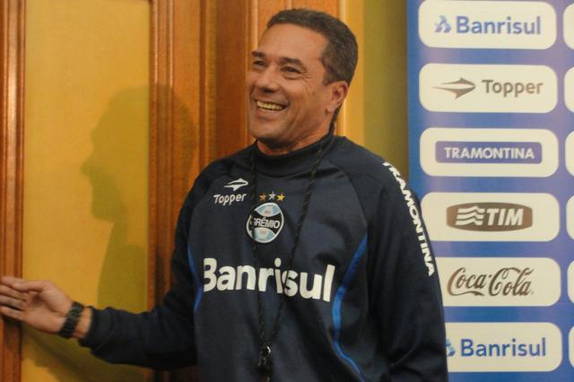 Com outro treino fechado, Luxa mantém mistério para o Gre-Nal de domingo Adriano de Carvalho/