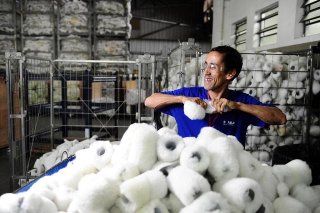 O trabalho que transforma vidas: no chão da fábrica, a dignidade Mauro Vieira/Agencia RBS