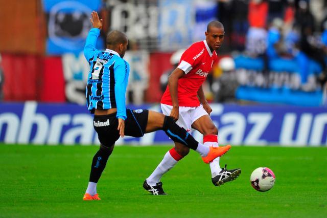 """""""Tinga pediu para eu ficar, mas entrei na área"""", diz Fabrício sobre gol no Gre-Nal Mateus Bruxel/"""